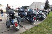 Baikerių motociklų paroda kultūros centro kieme