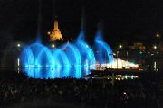 Merūnas Vitulskis ir dainuojantis, šokantis Utenos fontanas