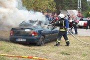 Imituoto gaisro automobilyje gesinimas ir gelbėjimo įrangos galimybių demonstravimas