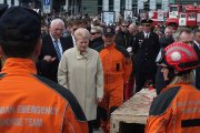 Lietuvos Respublikos Prezidentė Dalia Grybauskaitė bendrauja su pareigūnais