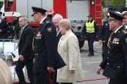 Prezidentė apžiūri ugniagesių techniką