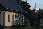 Gyvenamieji namai ir Kristaus Žengimo į dangų bažnyčia