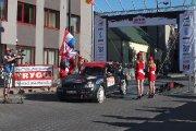 Startuoja Algirdo Kazlausko ir Žilvino Juršio ekipažas iš Lietuvos su automobiliu Renault Clio