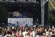 Dainuoja Eglė Jakštytė