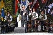 Iškilmingas šventės atidarymas ''Šimtmečio žiedas Utenai''. Utenos rajono savivaldybės meras Alvydas Katinas paskelbė Uteną L tašku