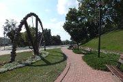 Skverelis ir skulptūra ''Vaivorykštė''