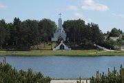 Dauniškio ežeras ir Švenčiausios Mergelės Marijos Kankinių Karalienės koplyčia