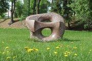 Skulptūra ''Atgimimas'' miesto sode