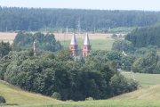 Užpalių bažnyčios bokštai nuo Mažeikiškių pusės